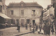 Le haut de la rue Norvins, près de la place du Tertre, vers 1900. La vie de village...  (Paris 18ème)