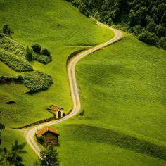 Bazı yollar vardır. Nereye çıktığını bilmezsin. Ama yine de gitmek istersin. Yollarınız Size mutluluk getirsin.  iyi geceler dostlar  Good night folks  Location : Amsteg / Switzerland