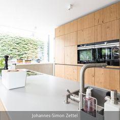 Die offene Küche im Anbau stammt vom Hersteller next125. – Die ganze Wohnstory zum Anbau gibt es auf roomido.com #roomido #eiche
