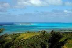 In the heart of the Pacific, a blue lagoon is smiling from the midst of Cook Island. Wild and seductive, the beautiful Aitutaki is concealing a vacation destination so close to the romantic movie getaways we all have seen on TV.
