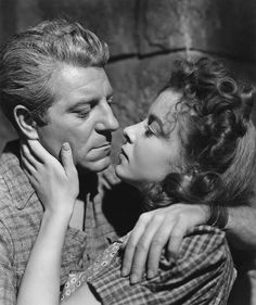 Jean Gabin & Ida Lupino in Moontide, directed by Fritz Lang and Archie Mayo, 1942 1940s Movies, Old Movies, Classic Film Noir, Classic Movies, She Movie, Film Movie, St Yves, Jean Gabin, Agnes Moorehead