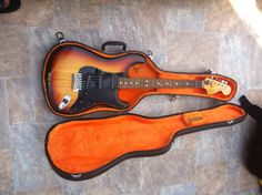Fender Stratocaster MADE IN USA, With Case   eBay