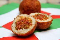 Voici une recette d'arancini siciliens. De manière traditionnelle, on pourra ajouter une dosette de safran en poudre dans le riz cuit. Pour une...