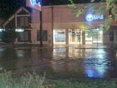 Piedra del Aguila.-: Desbode del Canal de calle Guemes en Piedra del Ag...
