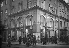 Loja das Meias, Lisboa, Portugal by Biblioteca de Arte-Fundação Calouste Gulbenkian, via Flickr