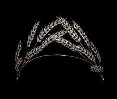 Gold, silver & diamond tiara, consisting of twelve ears of corn, six to each side, meeting at the centre of the narrow gold band.  First half of the 19th century.