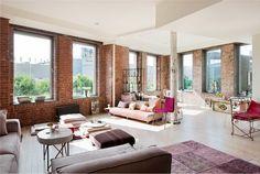 [夢幻家]位在紐約原本是糖果工廠改建的Loft,挑高的天花板、原本的紅磚牆與鐵柱、淺色的木地板,加上大尺寸的窗戶引入迷人的光線,用以色彩略有華麗感的波希米亞風來佈置,寬敞舒服...Exceptional Bohemian style loft in Chelsea