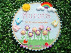 Quadrinho Aurora.. pro dia nascer sempre feliz!  A mamãe Maíra, de Belém, pediu um quadrinho alegre com frase bordada, pás...