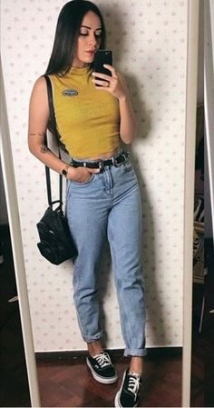 Calça mom jeans cropped e tênis vans. - Mom Jeans - Ideas of Mom Jeans Jeans E Vans, Girls Ripped Jeans, Lässigen Jeans, Black Ripped Jeans, Casual Jeans, Converse Outfits, Jean Outfits, Outfits With Mom Jeans, Outfit Jeans