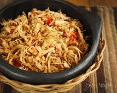 TRIED - Chicken Ropa Vieja Crockpot - It's a start to making a good version. It smelled good but needed stronger flavors. Add more spices next time. Even used chicken broth/stock in crockpot. Healthy Crockpot Recipes, Ww Recipes, Skinny Recipes, Slow Cooker Recipes, Mexican Food Recipes, Great Recipes, Chicken Recipes, Cooking Recipes, Favorite Recipes