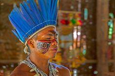 Indio im Fest-Ritual, Mitglied eines Indio-Stammes, in der Gegend von Manaus.