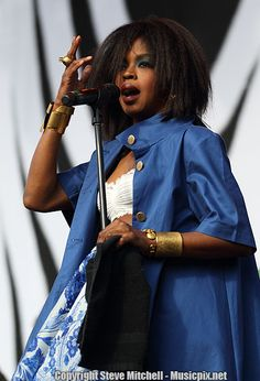 Lauryn Hill performs at the LA Rising Festival one week after giving birth. Thanks Keisha for submitting these photos. Love Natural, Natural Hair Care, Natural Hair Styles, Short Hair Styles, Au Natural, Natural Beauty, Black Hippy, Lauryn Hill, Festival Fashion
