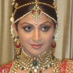 Anmol Jewellers adorns Shilpa Shetty on her wedding