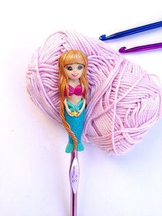 Mermaid crochet hook!❤️#crochetsupplies #polymerclay #seatheme #crochethook #gift #crochet #mermaid #forher #etsy #supplies #ergonomichook #crochettools #giftforher #polymercrochethook #claycrochethook #coveredcrochethook #handcoveredhook #learntocrochet