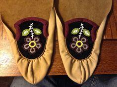Ojibwe Men's Split toe Moccasins made by Greg Johnson, Lac du Flambeau Ojibwe (K. Purdy Private Collection)