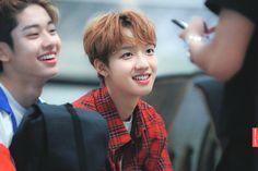 Youngmin and Donghyun ❤️ Im Youngmin, Basketball Skills, Pink Snow, Produce 101 Season 2, Asian Boys, New Music, Trending Memes, Cute Boys, My Idol