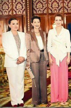 Les princesses  lalla Hasnae, Lalla Meriem et Lalla Salma a droite..