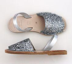 GLITTER SILVER ABARCAS MENORQUINAS - Verano Shoes #menorca #menorcacultural