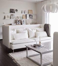 salon avec sol gris canap blanc murs blancs tagres blanche et tapis - Salon Design Sol Gris