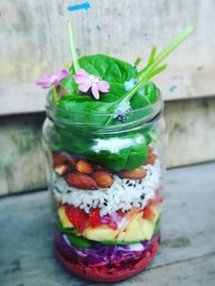 im Glas Snackideen im Glas: Die leckersten Rezepte to goSnackideen im Glas: Die leckersten Rezepte to go Snacks Für Party, Lunch Snacks, Food To Go, Food And Drink, Easy Student Meals, Vegetarian Recipes, Cooking Recipes, Cooking Food, Salads To Go