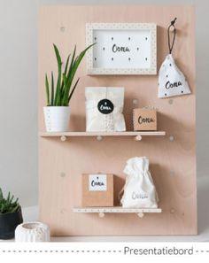 Presentatie doopsuiker op houten bord met plankjes (c)Alsjeblief.be