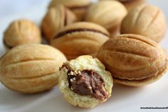 Nuts cake filled with cream with walnuts Italian Cookie Recipes, Italian Cookies, Italian Desserts, Mini Desserts, Cookie Desserts, Dessert Recipes, Lemon Drop Cookies, Biscotti Cookies, Food Obsession