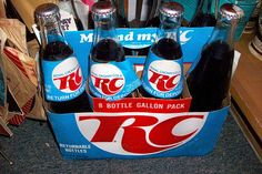 RC cola road into town, Pepsi Cola shot him down, Dr Pepper fixed him up and now they call him Bahahahahaha~DWA 1970s Toys, Retro Toys, Rc Cola, Pepsi Cola, Great Memories, Childhood Memories, Lionel Train Sets, Old School, Growing Up