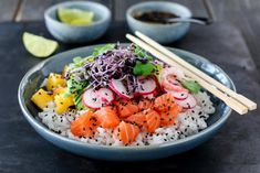 POKÈBOLLE MED LAKS OG REKER Acai Bowl, Sushi, Recipies, Food And Drink, Dinner, Breakfast, Mad, Acai Berry Bowl, Recipes