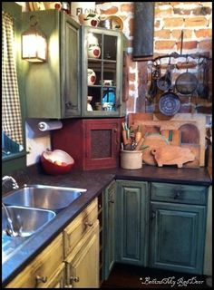 Individualistic fulfilled distressed kitchen cabinet check it out Kitchen Redo, New Kitchen, Kitchen Dining, Kitchen Remodel, Crazy Kitchen, Quirky Kitchen, Eclectic Kitchen, Kitchen Small, Shabby Chic Kitchen