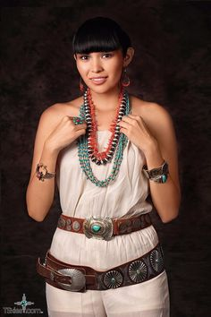 Meet Khrissy Enditto Native model from the Navajo Nation – Turquoise Skies American Indian Girl, Native American Girls, Native American Beauty, Indian Girls, Navajo Women, Native Girls, Costumes Around The World, Most Beautiful Women, Beauty Women