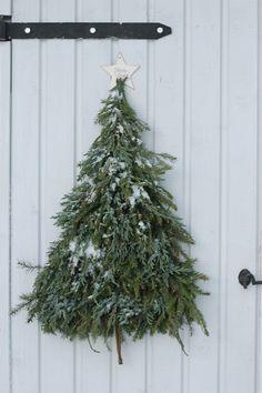 Pre Christmas, Simple Christmas, Christmas Crafts, Christmas Decorations, Xmas, Christmas Ornaments, Holiday Decor, Christmas Greenery, Crafts To Make And Sell