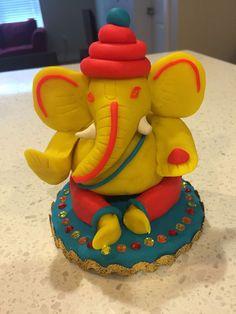 Ganesha from play douggh! Ganpati Decoration Design, Thali Decoration Ideas, Clay Ganesha, Ganesha Art, Ganesh Idol, Diy Home Crafts, Diy Arts And Crafts, Art Drawings For Kids, Art For Kids