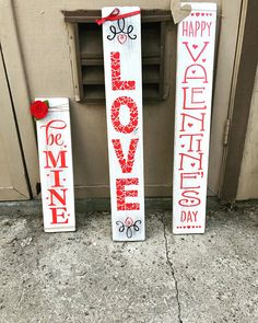 artisanat-de-la-saint-valentin-a-vendre-be-mine-sign-be-mine-porch-sign-valentinst/ - The world's most private search engine Valentines Day Food, Valentines Day Decorations, Valentine Day Crafts, Holiday Crafts, Holiday Fun, Valentine's Day Quotes, Saint Valentin Diy, Valentines Bricolage, Minions