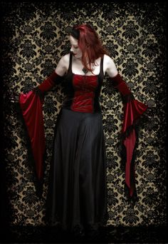 Gothic Clothing & Dark Romantic Goth Couture: Lucilla Gothic Gloves in Velvet and Tulle