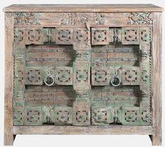 Origineel oude sidetable uit India.  Voorzien van de originele beschildering en nog in een uitmuntende staat.