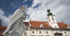 Maribor je druhé největší město Slovinska, plné kostelů, náměstí, možností pěší turistiky ale i lyžování, nebo procházek kolem řeky Drávy. Najdete i raritu – 400 let starou vinnou révu.