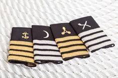 UK Epaulettes yacht uniforms captain stewardess engineer chef www.it Moon Symbols, Boat Insurance, Merchant Navy, Defence Force, Make Design, To My Daughter, Pilot, Stewardess, Walking