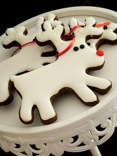 Gingerbread Reindeer Cookies: Version 1 (Sweet Cupcakes and Treats). Xmas Food, Christmas Sweets, Christmas Goodies, Holiday Desserts, Christmas Candy, Christmas Baking, Holiday Recipes, Reindeer Christmas, Holiday Baking