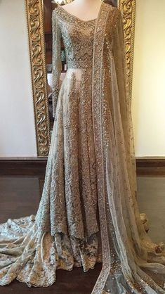 Stunning bridal by Suffuse by Sana Yasir Pakistani Couture, Pakistani Bridal Dresses, Pakistani Outfits, Indian Outfits, Indian Wedding Dresses, Wedding Gowns, Walima Dress, Asian Bridal, Bridal Outfits