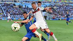 Martin Demichelis of Argentina challenges Bastian Schweinsteiger of Germany Sunday, 13 July 2014 RIO DE JANEIRO, BRAZIL - JULY 13: Martin Demichelis of Argentina challenges Bastian Schweinsteiger of Germany during the 2014 FIFA World Cup Brazil Final match between Germany and Argentina at Maracana on July 13, 2014 in Rio de Janeiro, Brazil. (Photo by Matthias Hangst/Getty Images) | www.dribblingman.com