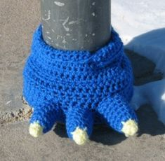 Make any pillar or post look like a monster with this fun monster foot yarn bomb.