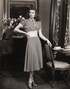 Style Icon: Katharine Hepburn. This actress channeled a decidedly powerful look in the '40s, one that eschewed anything girly or fussy in favor of masculine-inspired pieces, like tailored blazers, pleated trousers, and loafers.