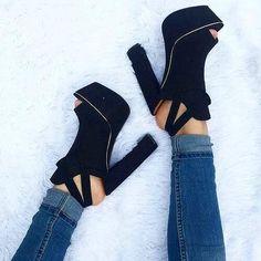 Take away please!  #zapatos #highheels #heels #tacones #shoes #shoegasm #shoelover #shoeaddict #loveshoes #outfitoftheday #fashion #shoes #shoegame #stilettos #shoeselfie #shoestagram #shoesoftheday  #shoeslovers #shoesaddict #heelstagram #pinterest #luxuryshoes #heelslover #heelsoftheday #heelsaddict #highheelshoes #shoeaholic