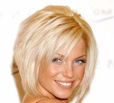 Pagenschitt mit seitlichem Pony blondes Haar