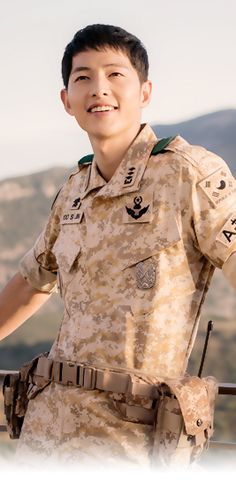 Descendants of the Sun cast - Song Joong Ki as Captain Yoo Shi Jin of the Special Forces unit. Song Hye Kyo as Dr. Kim Ji Won as Lt. Song Hye Kyo, Park Hae Jin, Park Seo Joon, Korean Star, Korean Men, Descendants, Asian Actors, Korean Actors, Korean Dramas