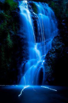 Falling light, Umptanum Falls, Washington State, USA, by Scott Butner.