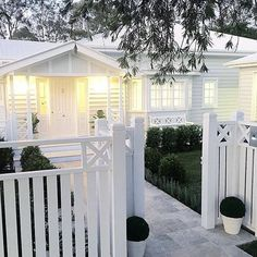 The front fence. Exterior {SATURDAY HOUSE LOVE} The stunning home of . A beautiful home with the details and the extraordinary workmanship and talent of their builders :camera: Exterior Colors, Exterior Paint, White Trim, Front Yard Fence, Fence Gate, Fence Panels, Queenslander, Backyard Fences, Pool Fence