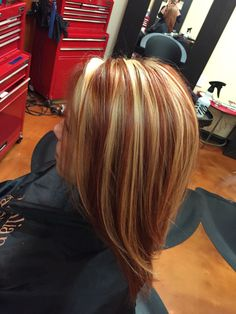 Blonde highlight and red lowlight Blonde highlight and red lowlight Red Blonde Brown Hair, Red Hair With Blonde Highlights, Honey Blonde Hair, Peinados Pin Up, Short Hair With Layers, Haircuts For Long Hair, Short Hair Styles, Hair Cuts, Hair Beauty