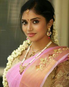 "932 पसंती, 13 टिप्पण्या - Instagram ""Follow her @delhi_lover #sfs #saree #model @delhi_lover #instalike #mood #instagram @delhi_lover"" वरील indian dressup shoutout page (@onlyindiandressup)"