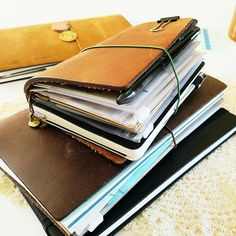 The other day I had this new idea for my passport size Traveler's Notebook. It's more of a wallet setup, and I'm looking forward to using . Diary Notebook, Journal Notebook, New Passport, Travelers Notebook, Filofax, Leather Working, Traveling By Yourself, Zip Around Wallet, Hobonichi